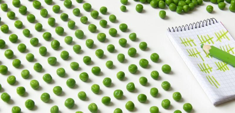 Petit pois verts représentant les protéines présente dans les cellules du système immunitaire.